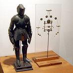 Datado do ano 1490, um estudo das proporções humanas baseado no tratado recém-redescoberto do arquiteto romano Vitrúvio. Leonardo debruçou-se sobre o que foi chamado o Homem Vitruviano, o que acabou se tornando um dos seus trabalhos mais famosos e um símbolo do espírito renascentista. O desenho reproduz a anatomia humana conduzindo eventualmente ao desígnio do primeiro robô conhecido na história que veio a ser chamado de O Robô de Leonardo.