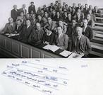 A ciência é uma atividade coletiva, por razões práticas, e por definição. Na foto, Niels Bohr, Werner Heisenberg, Wolfgang Pauli, Otto Stern, Lise Meitner e outros, em um colóquio com o ganhador do Prêmio Nobel de Física, em 1937.