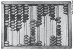 O ábaco é um antigo instrumento de cálculo, formado por uma moldura com bastões ou arames paralelos, dispostos no sentido vertical, correspondentes cada um a uma posição digital (unidades, dezenas,...) e nos quais estão os elementos de contagem (fichas, bolas, contas,...) que podem fazer-se deslizar livremente. Teve origem provavelmente na Mesopotâmia, há mais de 5.500 anos. O ábaco pode ser considerado como uma extensão do ato natural de se contar nos dedos. Emprega um processo de cálculo com sistema decimal, atribuindo a cada haste um múltiplo de dez. Ele é utilizado ainda hoje para ensinar às crianças as operações de somar e subtrair. <br> <br> palavras-chave: ábaco, matemática, operações, sistema, engenharia, conhecimento, ciência