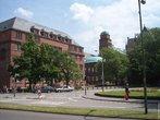 Kollegiengebäude, erguido em 1913, como o prédio principal da universidade.<br> A Universidade de Friburgo está localizada em Friburgo em Brisgóvia, Alemanha. É uma universidade publica fundada em 1457, pelos Habsburgos. Foi a segunda universidade criada no território da Áustria habsburgueana, logo após a Universidade de Viena.